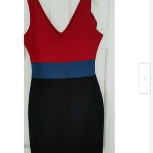 ROMEO & JULIET MULTI COLOR V-NECK SLEEVELESS DRES